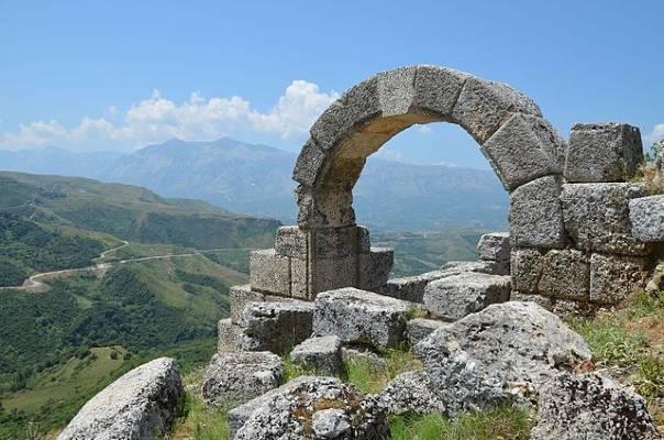 gate of amantia
